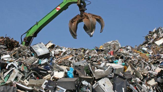 Solo el 20% de los desechos electrónicos del mundo se reciclan... y se espera que su volumen siga creciendo. (GETTY IMAGES)