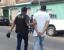 Juan Aroldo Oliva Pérez fue detenido cuando ofrecía una motocicleta con reporte de robo. (Foto Prensa Libre: PNC).