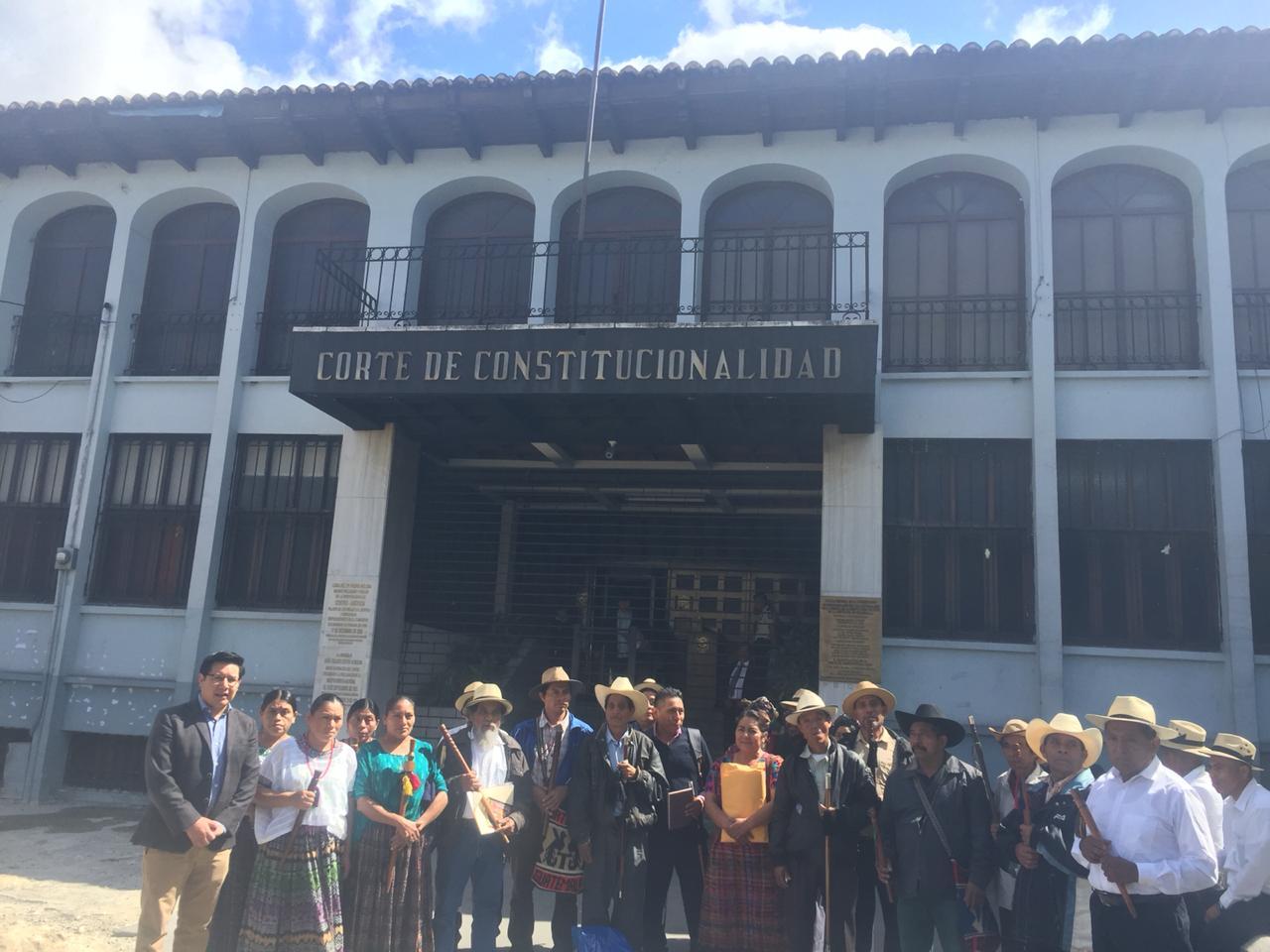 Autoridades ancestrales de Totonicapán presentan un recurso de amparo en contra de la CSJ. (Foto Prensa Libre: Acción Ciudadana)