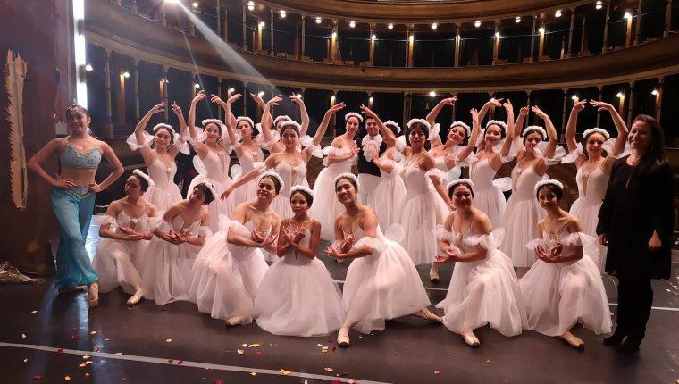 Las alumnas del Cuerpo de Baile de Quetzaltenango presentaron distintas coreografías durante el 2018. (Foto Prensa Libre: Cortesía)