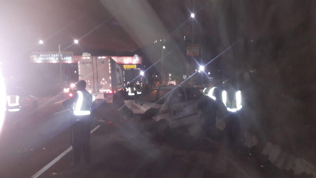 Dos tráileres y varios vehículos particulares resultaron involucrados en un accidente de tránsito en el km 14 de la ruta al Pacífico. (Foto Prensa Libre: Dalia Santos)