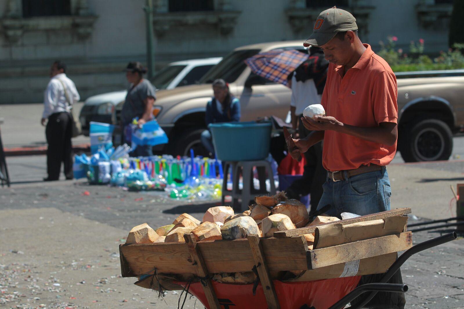 Siete de cada 10 personas se emplean en la informalidad, según la Enei 2018. (Foto Prensa Libre: Hemeroteca)