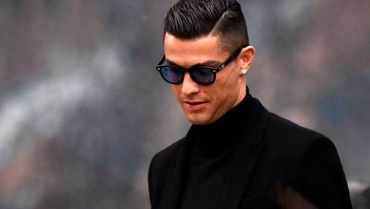 TOPSHOT - Juventus' forward and former Real Madrid player Cristiano Ronaldo leaves after attending a court hearing for tax evasion in Madrid on January 22, 2019. - Ronaldo is expected to be given a hefty fine after Spanish tax authorities and the player's advisors made a deal to settle claims he hid income generated from image rights when he played for Real Madrid. (Photo by OSCAR DEL POZO / AFP)