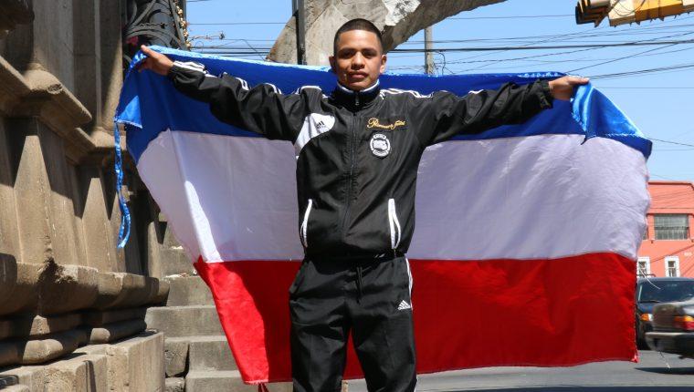 Pablo Macario, tiene 21 años, y buscará pelear por un título mundial juvenil reconocido por el Consejo Mundial de Boxeo. (Foto Prensa Libre: Raúl Juárez)