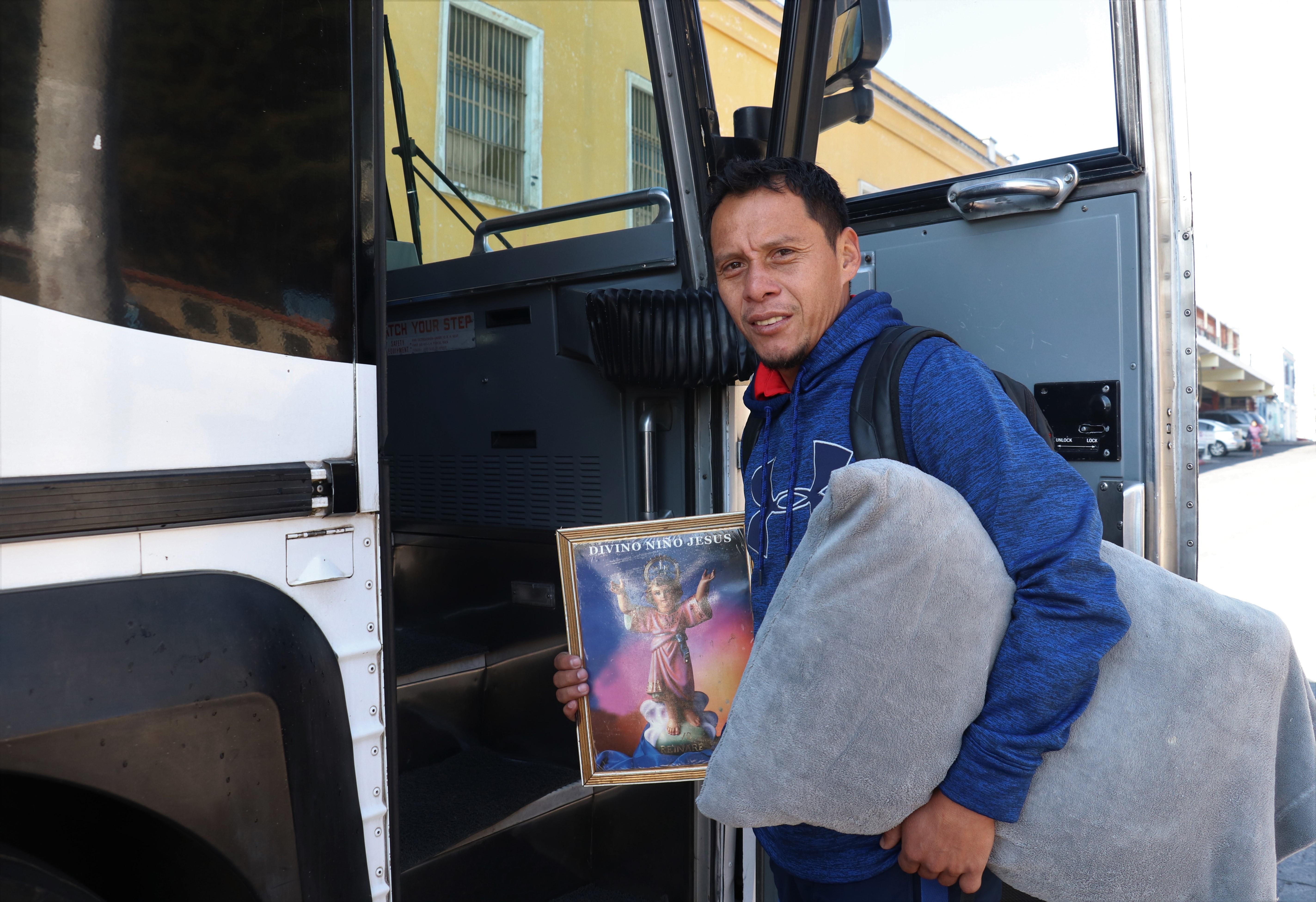 El capitán de Xelajú, Julio Estacuy, encabeza la delegación que viajó hoy para el juego de la fecha 2. (Foto Prensa Libre: Raúl Juárez)
