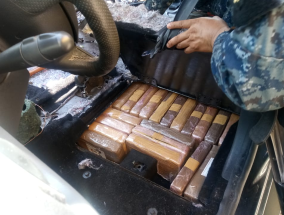 Uno de los compartimientos que ocultaba parte de la cocaína decomisada en Retalhuleu. (Foto Prensa Libre: MP).