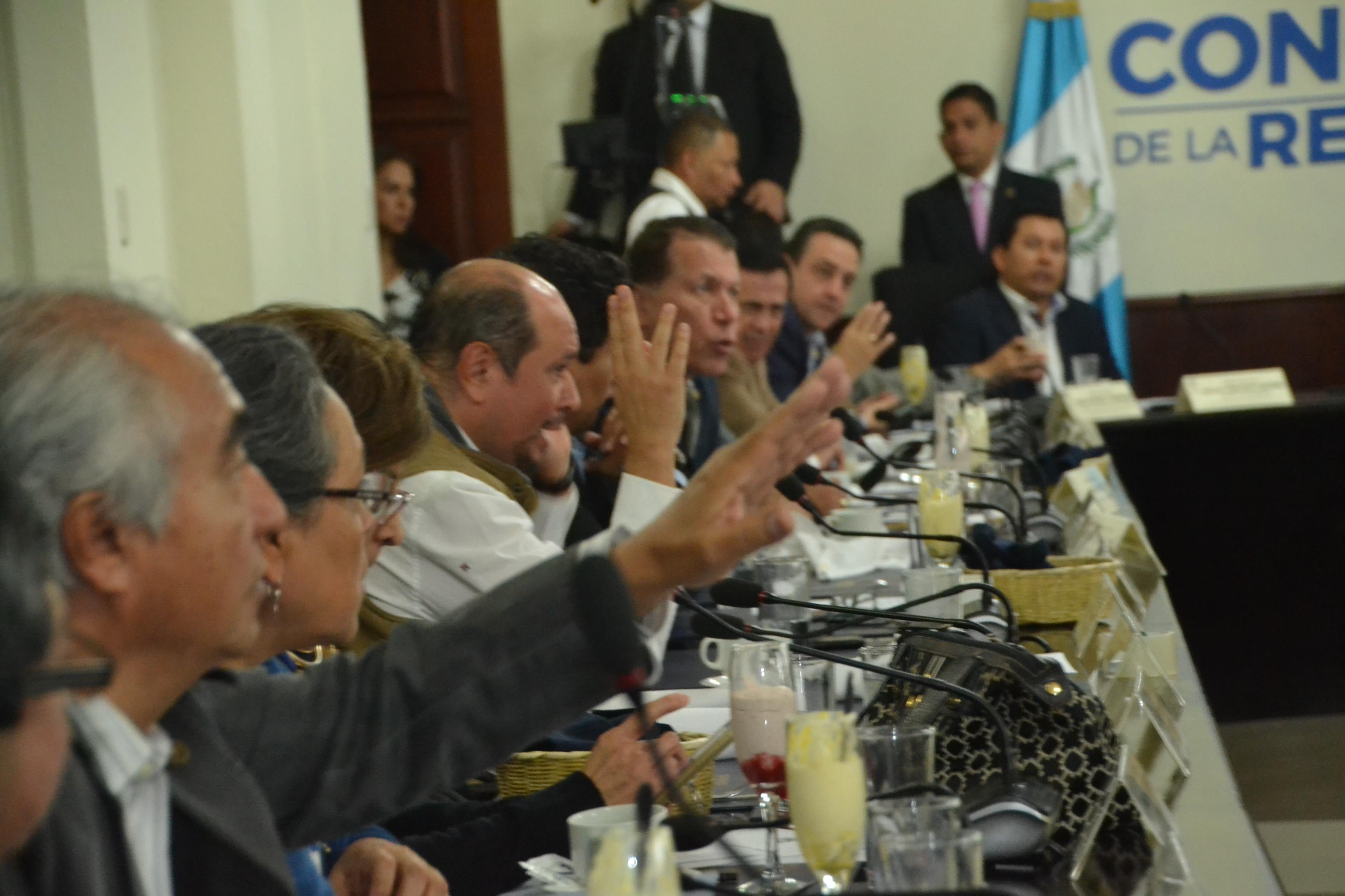 Los jefes de bloques del Congreso acordaron agendar una sesión plenaria para aprobar un préstamo de US$100 millones para el proyecto Crecer Sano. (Foto Prensa Libre: José Castro)