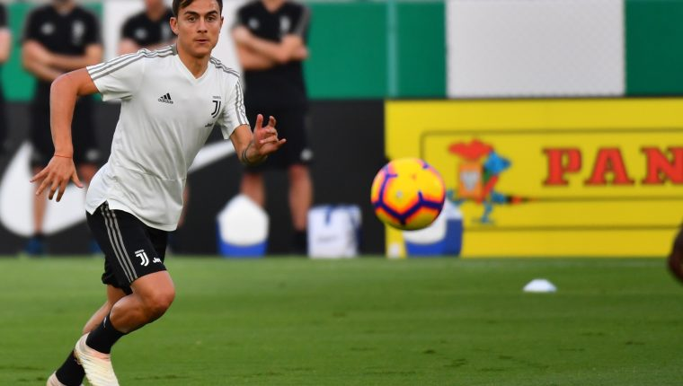 Juventus' Argentine forward Paulo Dybala takes part in training at the King Abdullah Sports City Stadium in Jeddah on January 15, 2019, a day before the Supercoppa Italiana final against AC Milan. (Photo by GIUSEPPE CACACE / AFP or licensors / AFP)
