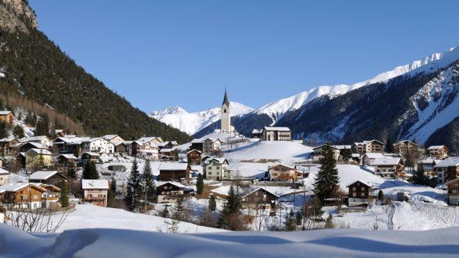 Davos pasa de unas 11 mil personas a más de 30 mil durante las reuniones del Foro Económico Mundial. (GETTY IMAGES)