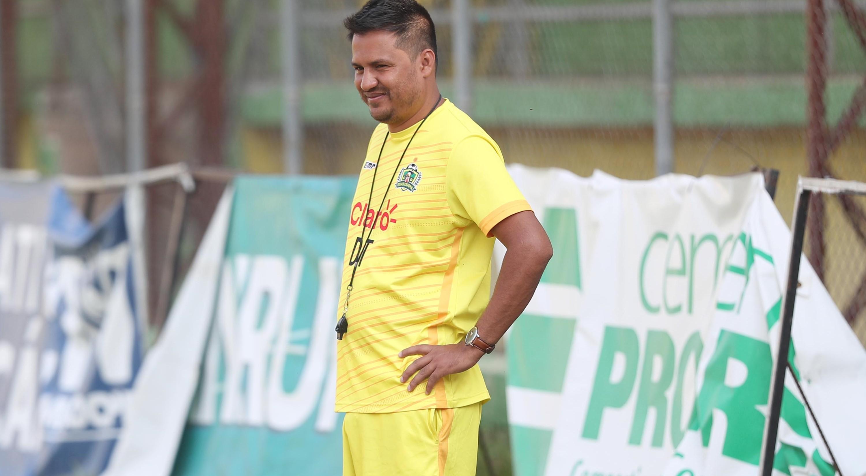 Amarini Villatoro, técnico del Guastatoya. (Foto Prensa Libre: Hemeroteca PL)