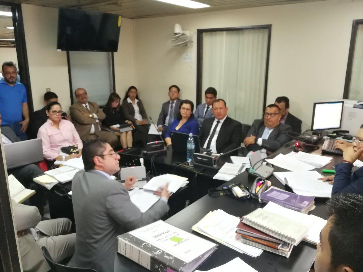 La audiencia de primera declaración a los 11 implicados en un desvío de Salud se realiza en el Juzgado Quinto Penal. (Foto Prensa Libre: Kenneth Monzón)