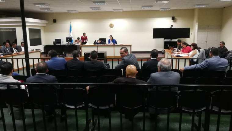 """En la """"megasala"""" se intentó discutir la audiencia contra 21 sindicados del desvío de fondos del Transurbano para las campañas de Manuel Baldizón. (Foto Prensa Libre: Carlos Hernández)"""
