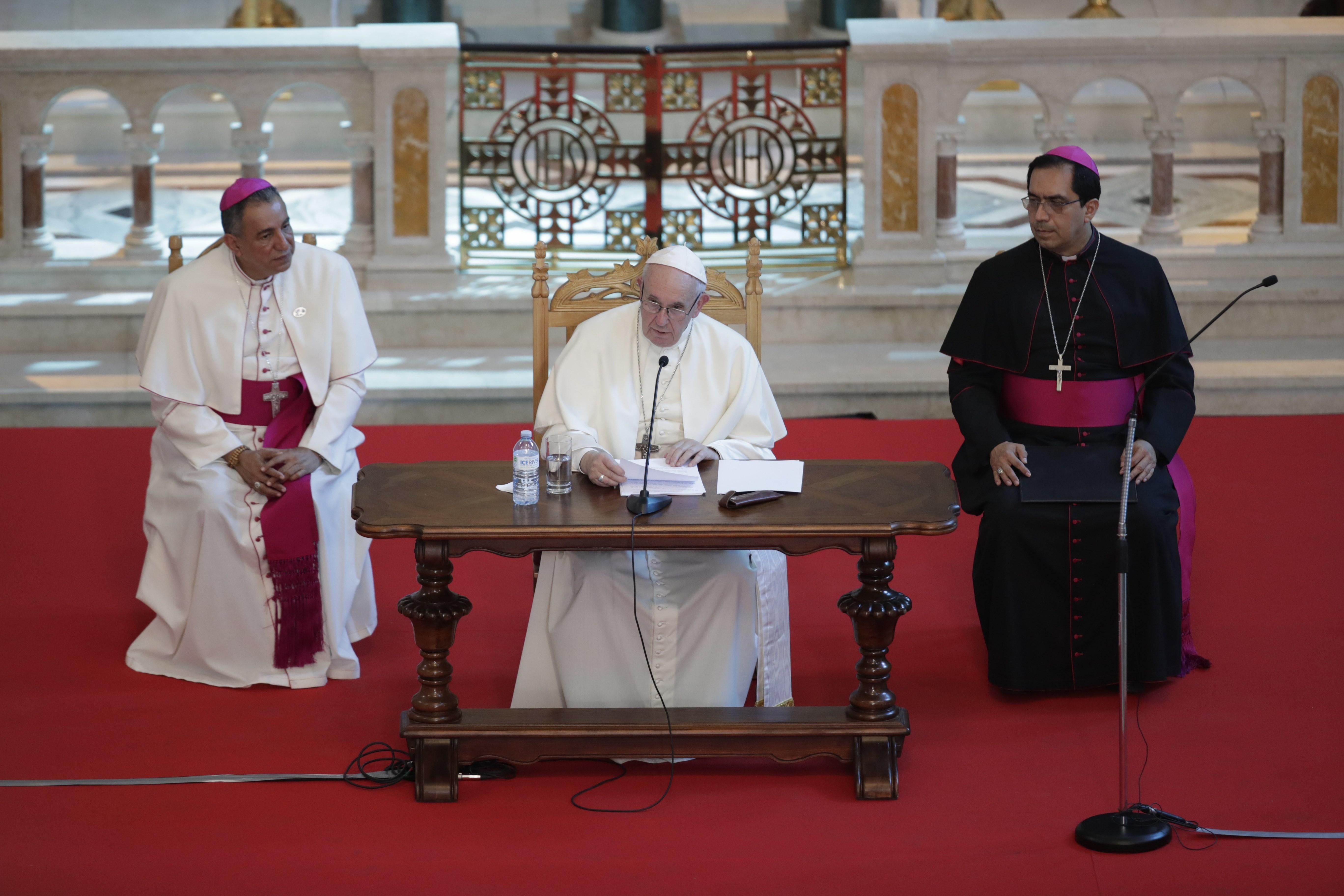 El papa Francisco se reunió con los obispos de Centroamérica en la iglesia San Francisco de AsÍs. (Foto Prensa Libre. EFE)