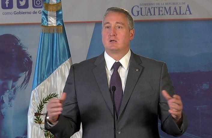 El ministro de Gobernación Enrique Degenhart, insiste en que se ha rebasado la incautación de drogas en el país. (Foto Prensa Libre: Mingob)