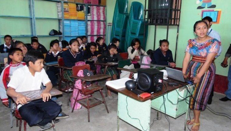 El  horario de clases podría modificarse por el Ministerio de Educación. (Foto Prensa Libre: Hemeroteca PL)