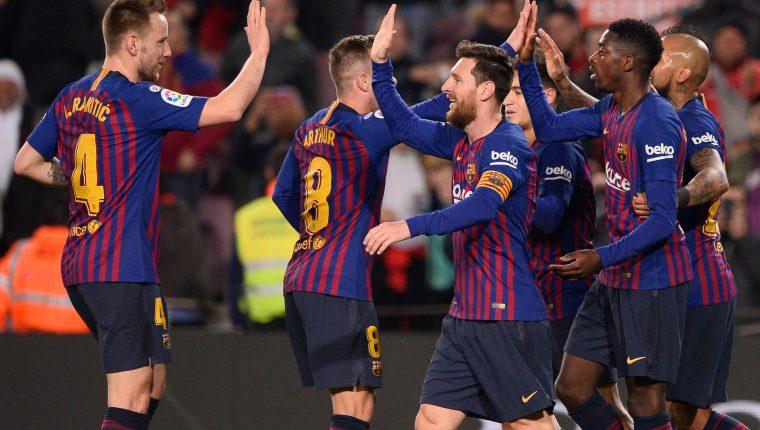 Los jugadores del Barcelona festejaron frente a su afición. (Foto Prensa Libre: AFP)