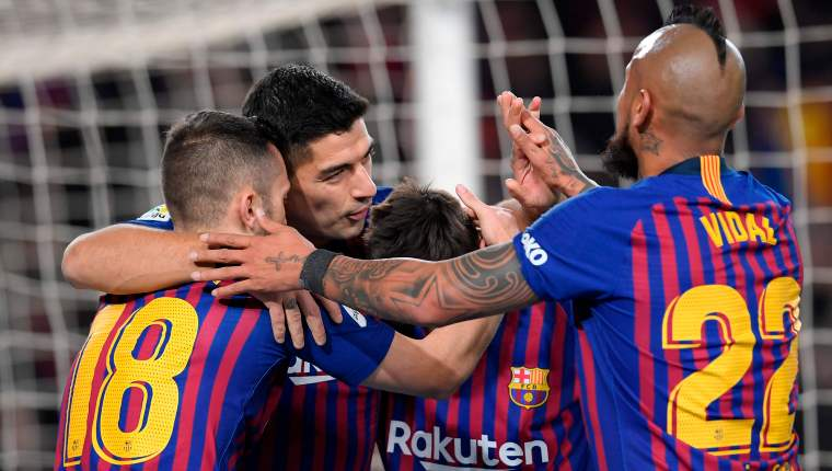 Barcelona's Uruguayan forward Luis Suarez (2L) celebrates with teammates after scoring during the Spanish Copa del Rey (King's Cup) quarter-final second leg football match between Barcelona and Sevilla at the Camp Nou stadium in Barcelona on January 30, 2019. (Photo by LLUIS GENE / AFP)