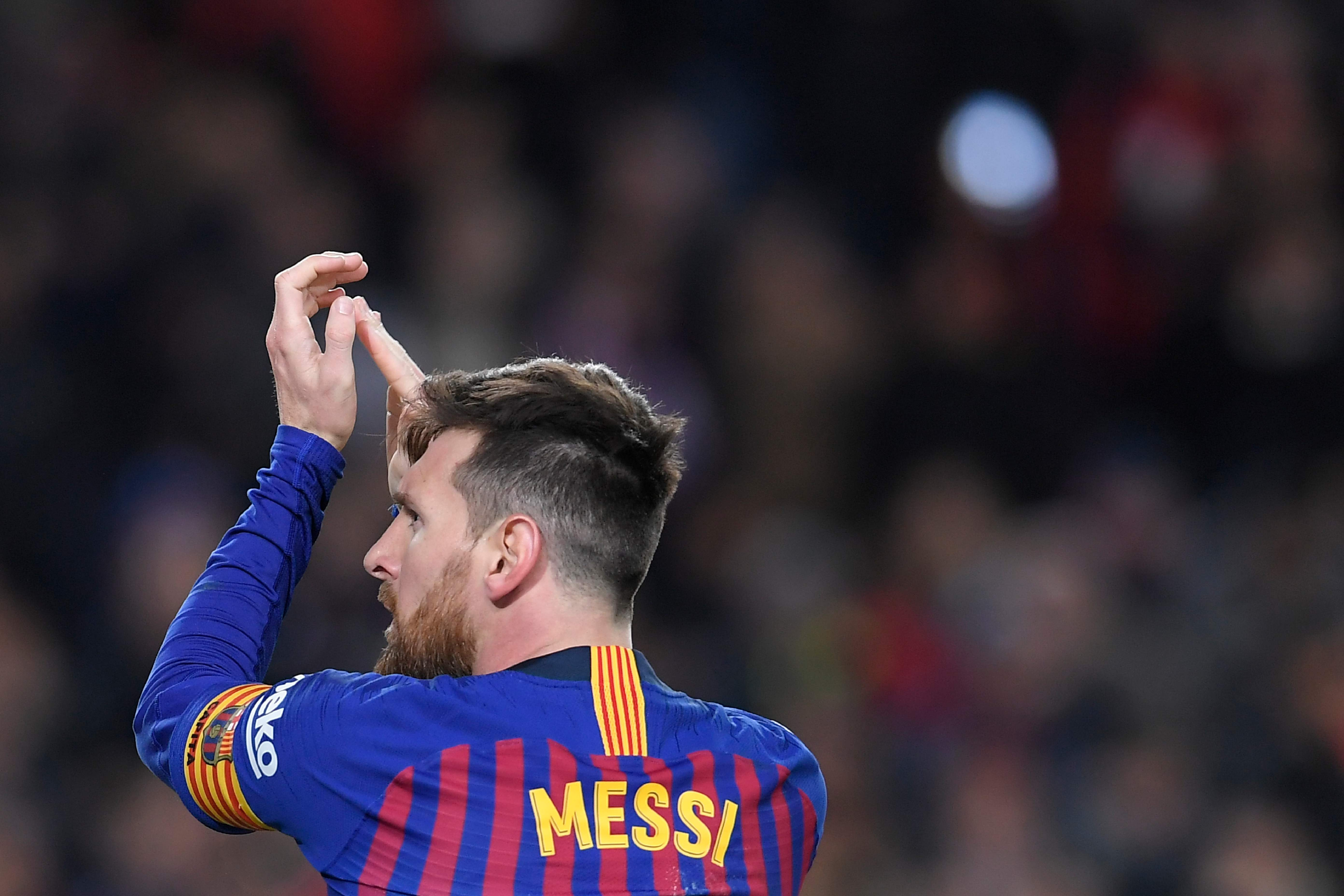 Barcelona's Argentinian forward Lionel Messi applauds during the Spanish Copa del Rey (King's Cup) quarter-final second leg football match between Barcelona and Sevilla at the Camp Nou stadium in Barcelona on January 30, 2019. (Photo by LLUIS GENE / AFP)