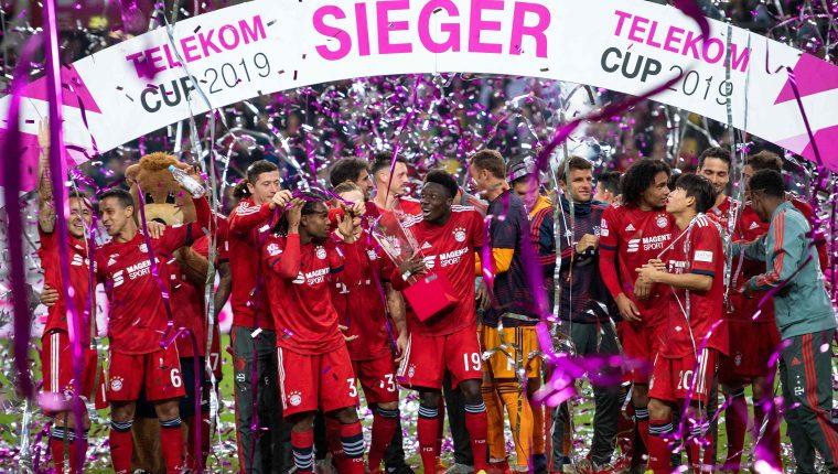 Así festejaron los jugadores del Bayern, al final del partido. (Foto Prensa Libre: AFP)