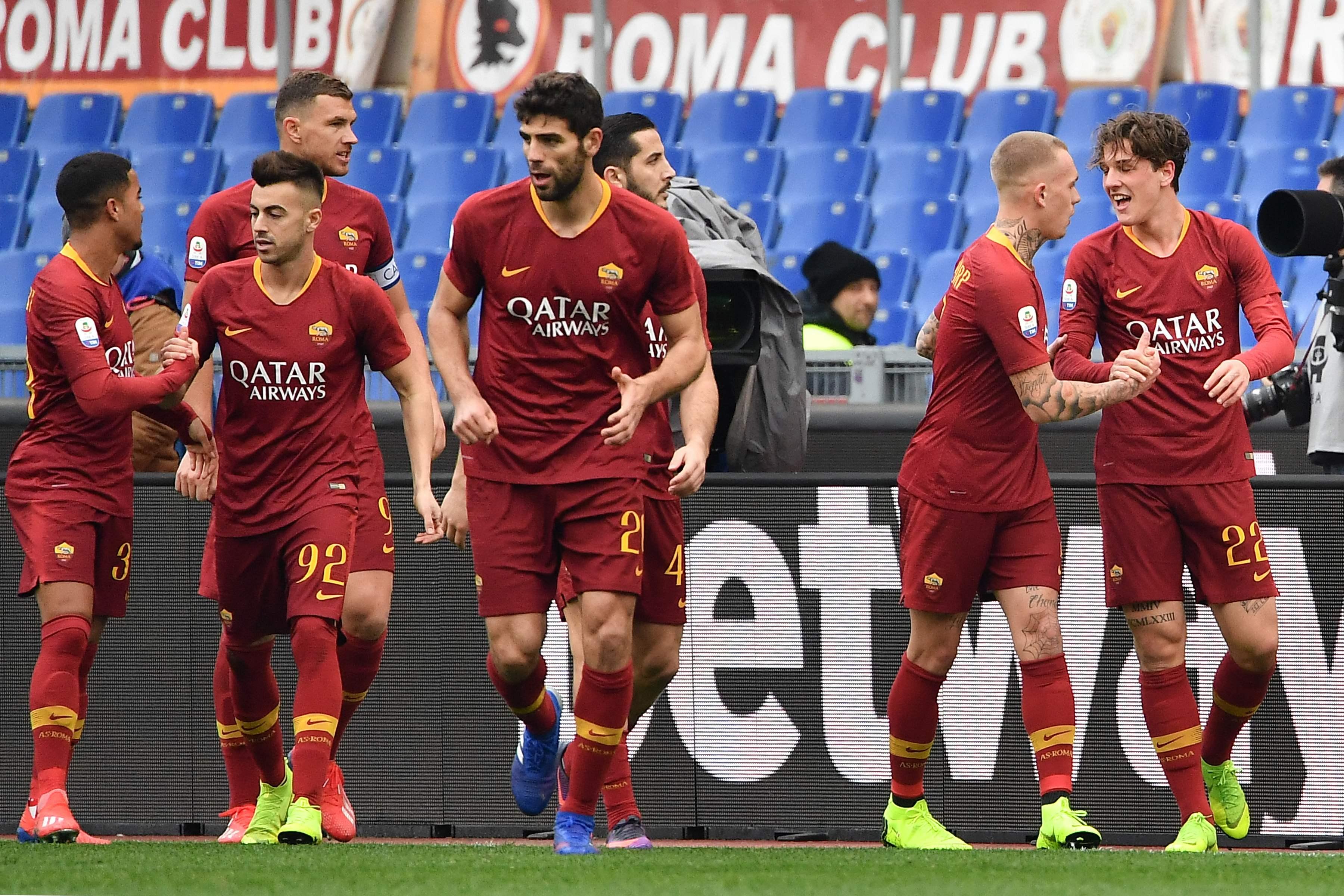 Los jugadores de la Roma festejan en el partido de este sábado. (Foto Prensa Libre: AFP)