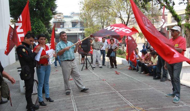Dirigentes de Sindicato Nacional de Trabajadores de Salud protestan. (Foto Prensa Libre: Hemeroteca PL)