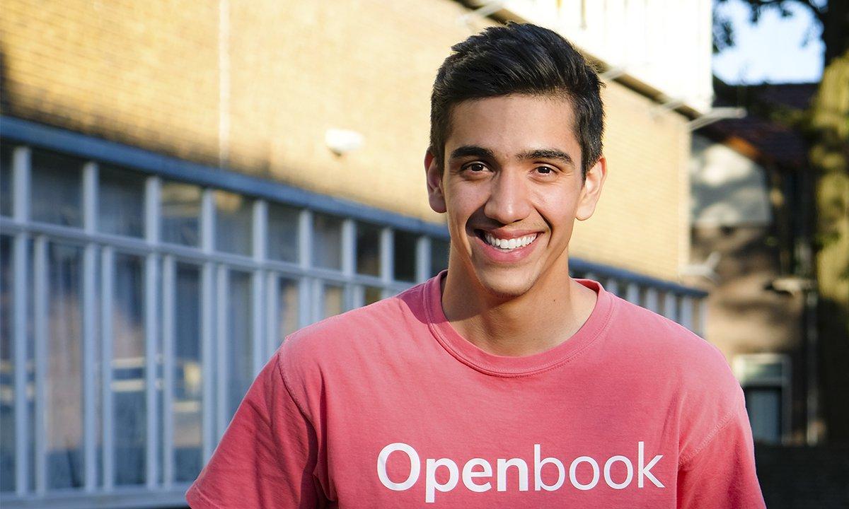 Joel Hernández comenzó a educarse en temas digitales y programación desde los 11 años, con libros que le traían sus hermanos de Estados Unidos. (Foto, Prensa Libre: Forbes).