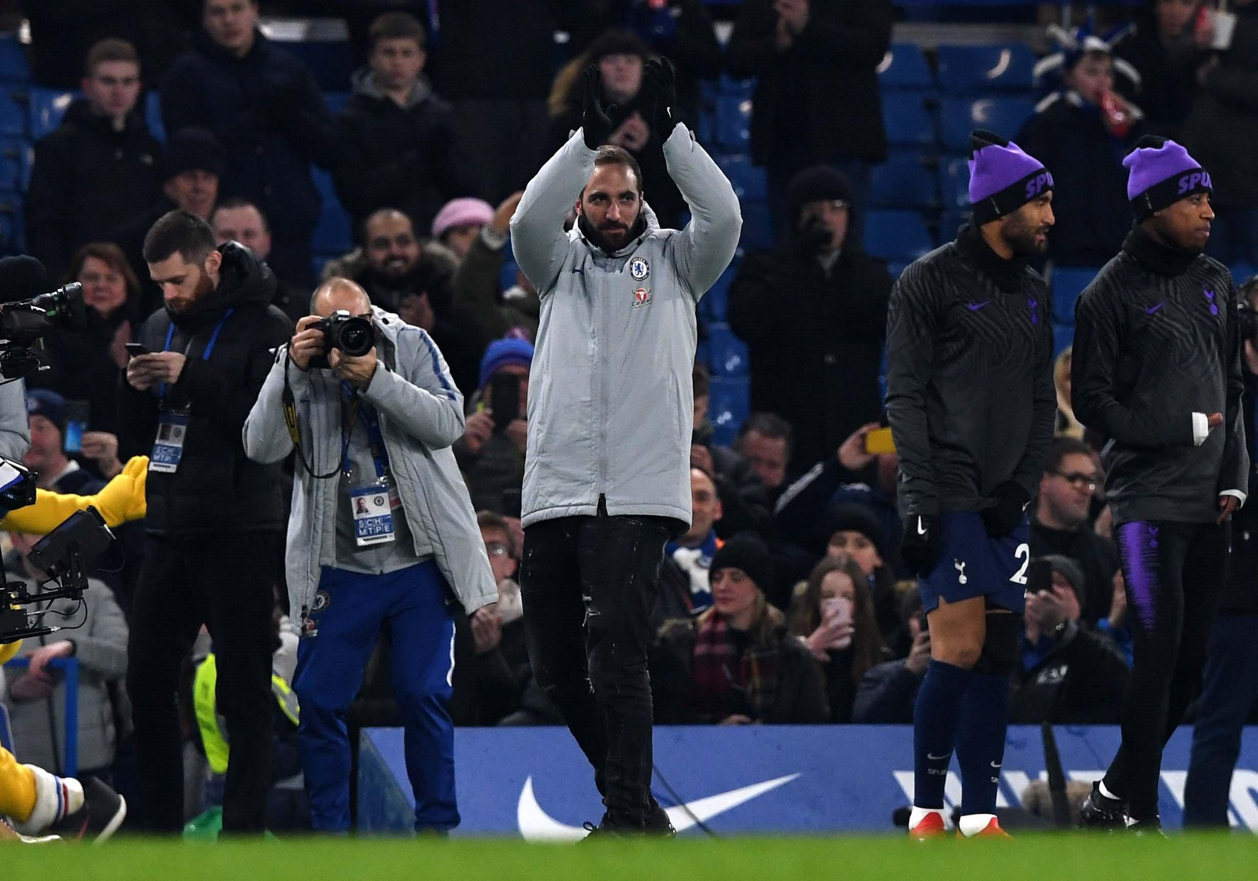 Gonzalo Higuaín fue presentado durante el partido del Chelsea contra el Tottenham . (Foto Prensa Libre: EFE).