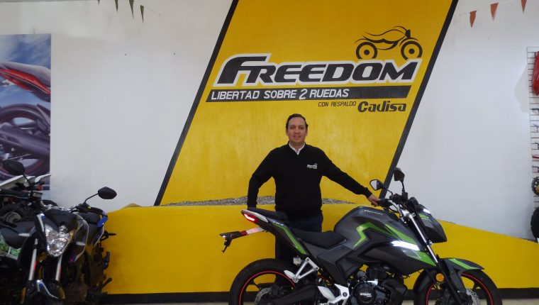 Lic. Luis Roberto Méndez, Gerente Regional de Mercadeo Freedom.