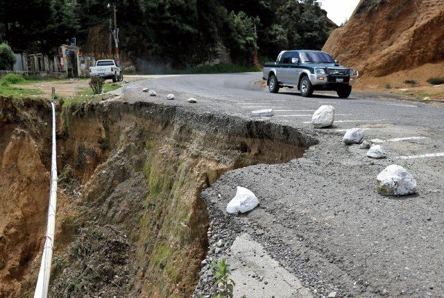 La mayoría de recursos para carreteras ha sido gastado por emergencias y mantenimiento. (Foto Prensa Libre: Hemeroteca)