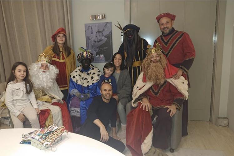 Andrés Iniesta publicó esta fotografía para el Día de reyes. (Foto Prensa Libre: Instagram @andresiniesta8)