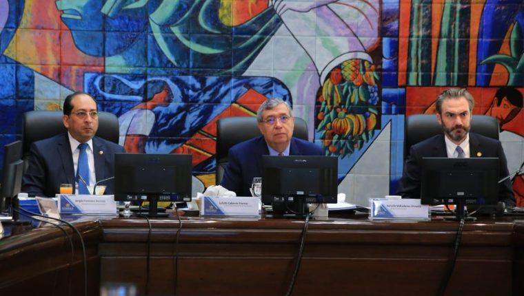 El vicepresidente Jafeth Cabrera presidió el Gabinete Económico este miércoles. (Foto Prensa Libre: Vicepresidencia)