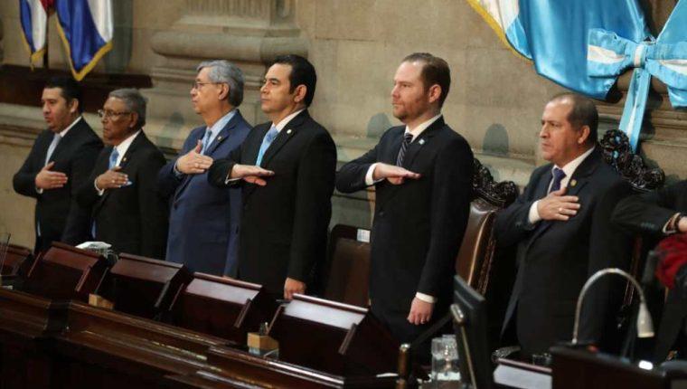 El mandatario Jimmy Morales fue acompañado por el presidente del Congreso Álvaro Arzú Escobar durante la entrega del tercer informe de gobierno. (Foto Prensa Libre: Esbin García)