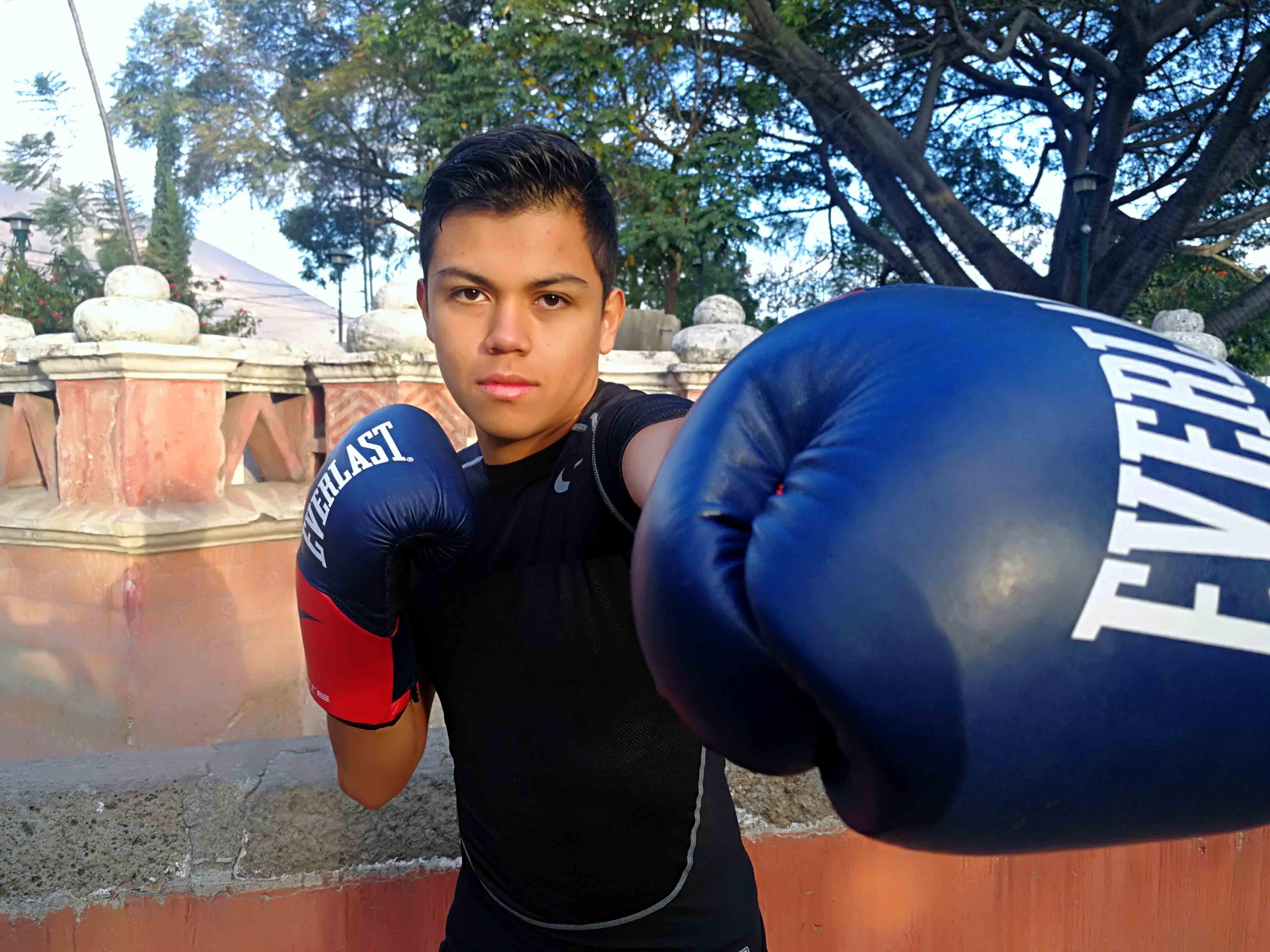 El  guatemalteco Jonathan Coutiño espera trascender en el boxeo profesional,  en el que lleva seis meses.