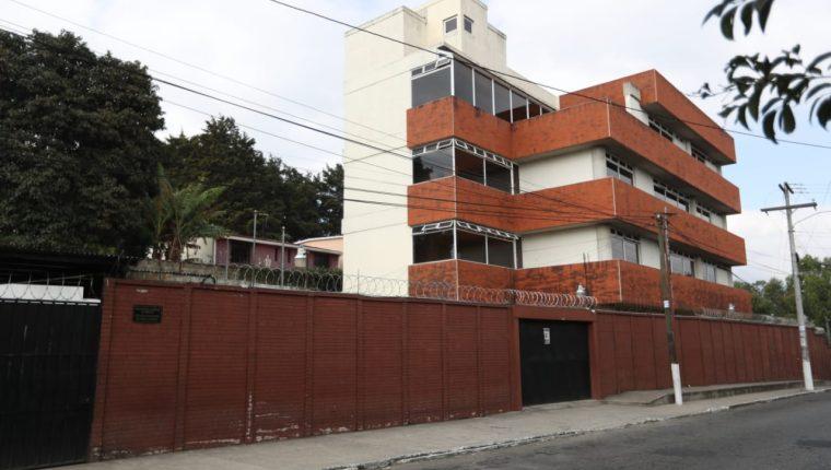 Juan Ramón Lau López fue llevado al Juzgado de Turno de Mixco, de donde se retiró a las 2 de la madrugada. (Foto Prensa Libre: Carlos Hernández)
