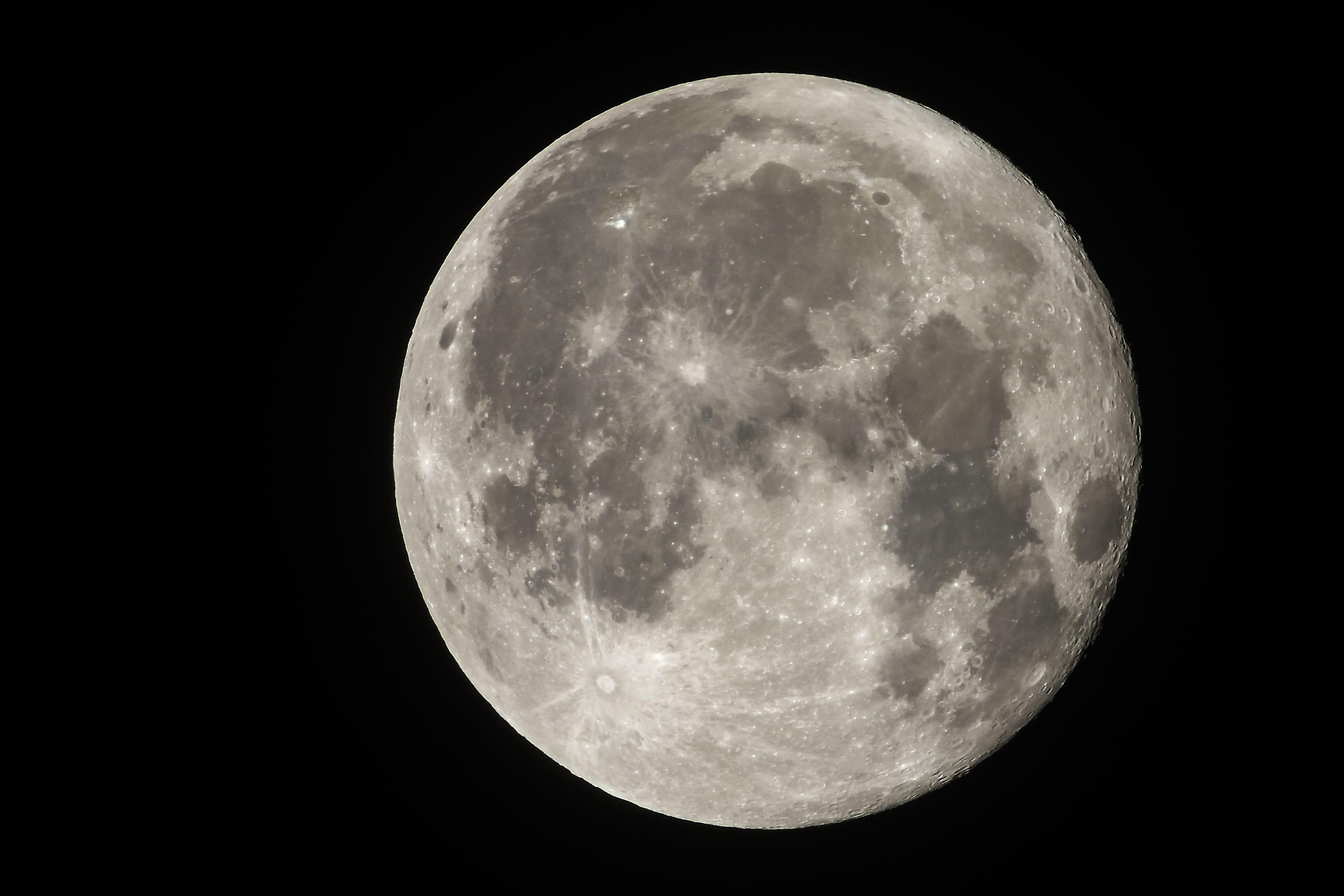 El 20 de enero del 2019 la luna se verá más grande y más brillante, ya que estará más cerca de la Tierra. (Foto Prensa Libre: AFP).