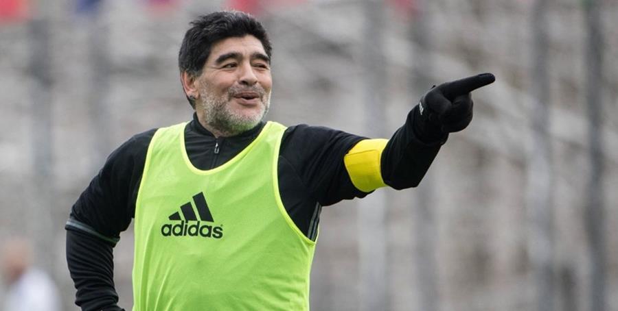 El nuevo entrenador del cuadro xeneize, Gustavo Alfaro, le extendió la invitación a Diego Maradona (Foto Prensa Libre: Hemeroteca PL)