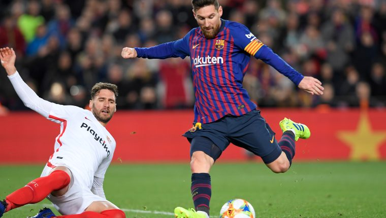 Barcelona's Argentinian forward Lionel Messi controls the ball during the Spanish Copa del Rey (King's Cup) quarter-final second leg football match between Barcelona and Sevilla at the Camp Nou stadium in Barcelona on January 30, 2019. (Photo by LLUIS GENE / AFP)