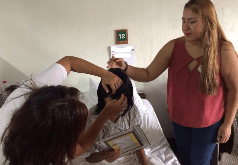 Cabello por Sonrisas ha beneficiado con peluca a muchas pacientes que padecen cáncer. (Foto Prensa Libre: Cortesía Cabello por Sonrisas).