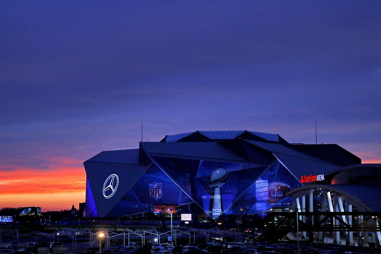Se espera que asistan al Mercedes-Benz Stadium más de 75 mil personas al Super Bowl. (Foto Prensa Libre: AFP)