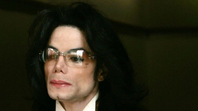 Michael Jackson fue acusado de abuso sexual a menores, pero en 2005 fue absuelto de todos los cargos (GETTY IMAGES)
