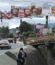 Publicidad de restaurantes donde anuncian ofertas en sus productos. (Foto Prensa Libre: Esbin García)