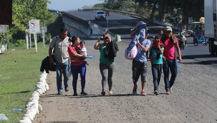 Cientos de migrantes hondureños han cruzado por territorio guatemalteco y mexicano en su tránsito hacia Estados Unidos. (Foto Prensa Libre: Érick Ávila)