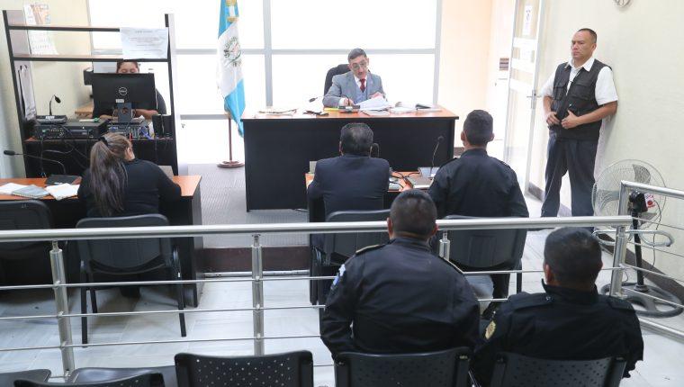 El Juzgado de Turno en la Torre de Tribunales atiende los procesos desde el sábado pasado. (Foto Prensa Libre: Hemeroteca PL)