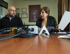 Nineth Montenegro, junto a Leonel Lira,  diputados del Partido Encuentro por Guatemala, en conferencia de Prensa. (Foto Prensa Libre: Esbín García)
