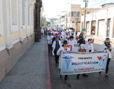 Los profesionales de la salud aún no ven cumplido el incremento salarial. (Foto Prensa Libre: Hemeroteca PL)