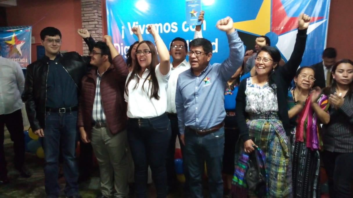 Convergencia definió a su binomio presidencial de Benito Morales y Claudia Valiente. (Foto Prensa Libre: Noé Medina)