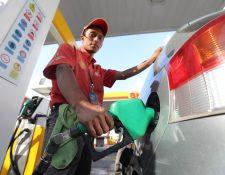 La variación al alza de los precios de las gasolinas y diésel empezó en la segunda semana de enero. (Foto Prensa Libre: Érick Ávila)