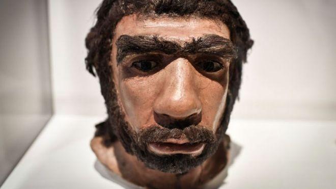 """5 ejemplos que muestran que los neandertales no eran simples """"hombres mono"""""""