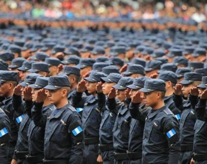 PNC acondiciona pénsum para graduar a policías en seis meses y expertos temen consecuencias