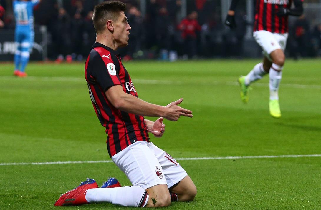 Piatek celebra su primer gol con el AC Milán. (Foto Prensa Libre: @acmilan)